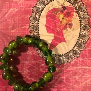 🌵🌵🌵GREEN GLASS BEADED BRACELET 🌵🌵🌵
